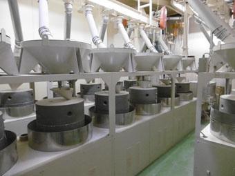 そば粉石臼挽き工場